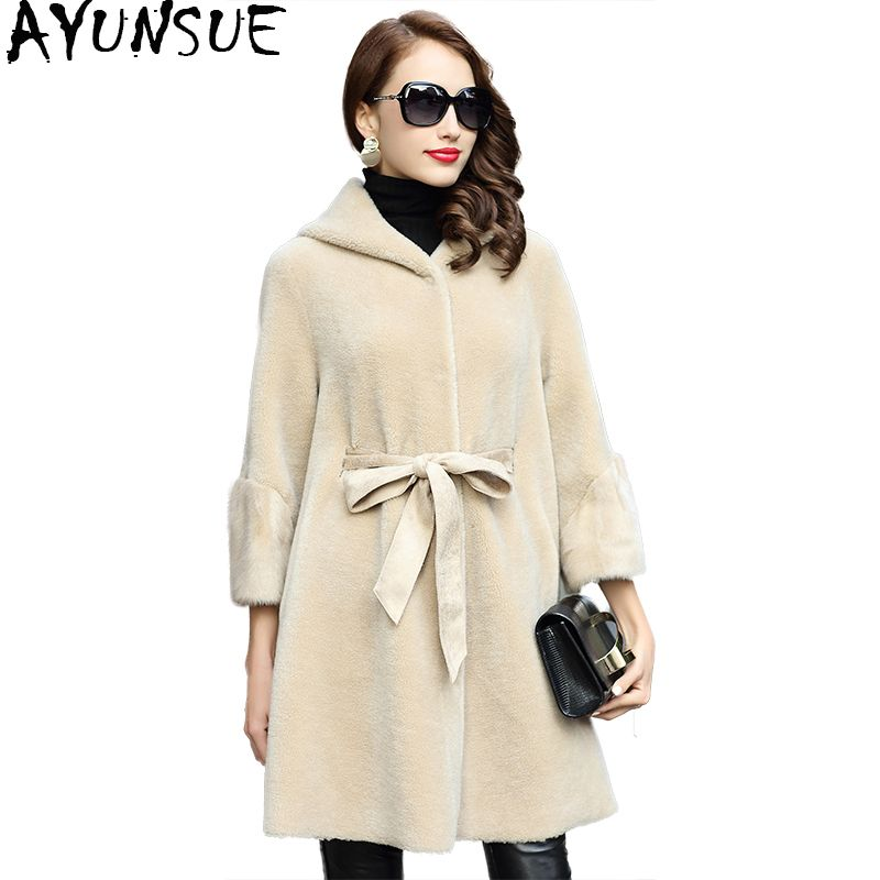 AYUNSUE 2018 Autumn Winter Jacket Sheep Shearing Coats for Women Real Wool Fur Coat Female Hooded Natual Mink Fur Cuff WYQ1825