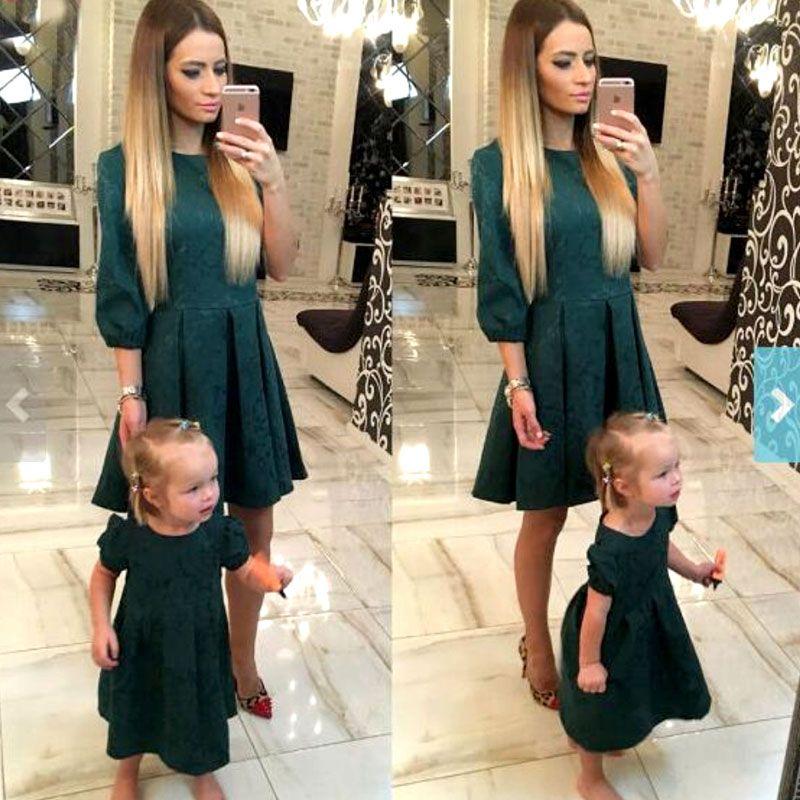 Mère fille robes mode famille correspondant tenues Slim mère et fille vêtements vert demi manches robe de noël MVUPP
