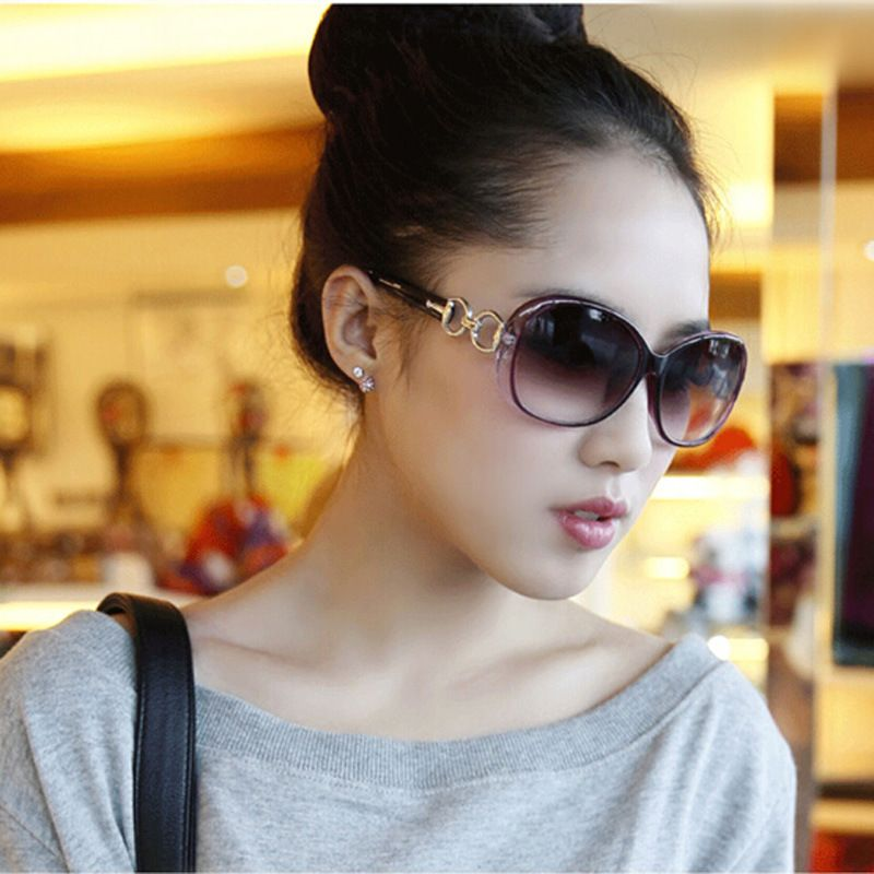 New type of sunglasses Ms. Wholesale of European and American trendy sunglasses large frame anti-ultraviolet glasses