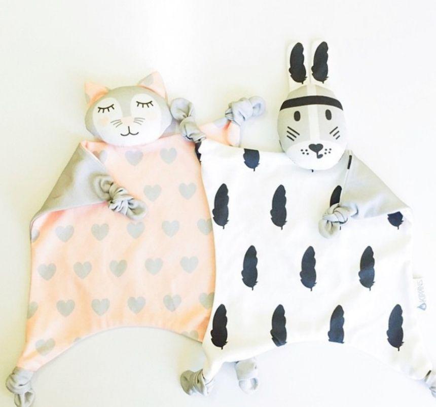 Doux Nouveau-Né Bébé ensemble Lapin Chat Dormant Poupées Lapin girafe Jouer La Sécurité Enfants mode Jouet Serviette Bavoir INS pour Noël cadeau