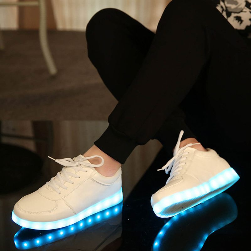 Новый Обувь для мальчиков Обувь для девочек со светодиодной подсветкой из искусственной кожи детей Обувь Световой светящийся Туфли без каб...