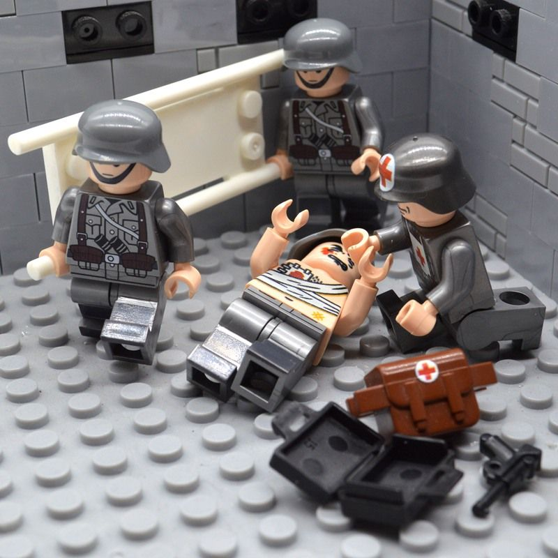 4pcs/set Brick WW2 Soldier German Medic Team MOC UV-Printing Treatment Injured Building Blocks Toys for Children