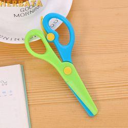 Nouveau 1 Pc 137mm Mini Sécurité Tête Ronde En Plastique Ciseaux Étudiant Enfants Papier De Coupe Minions Fournitures pour La Maternelle École 1105