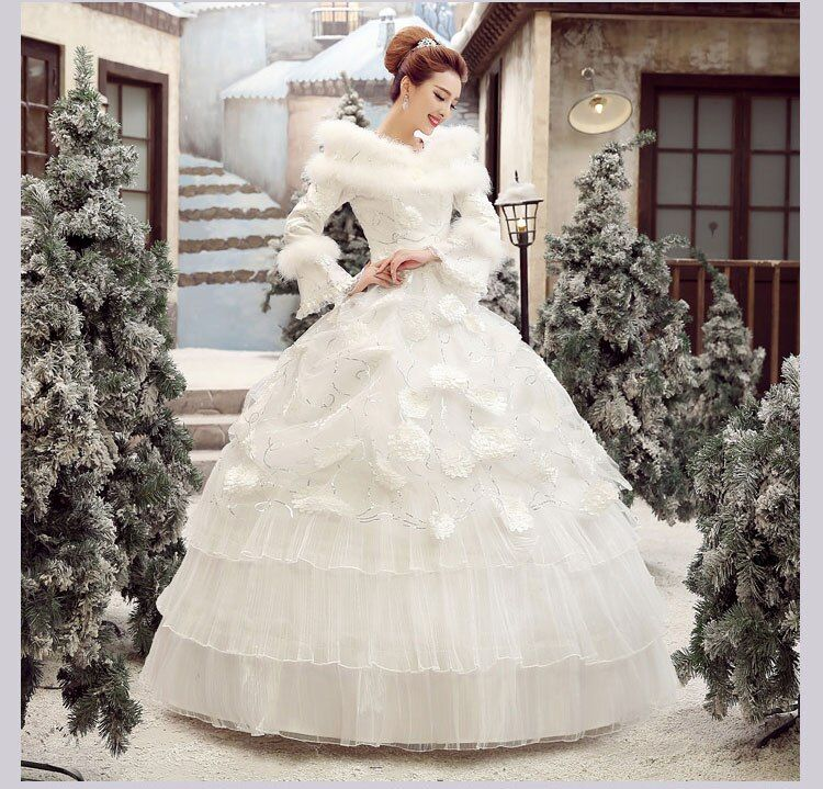 100%real snow queen white lace ruffled feather Medieval Renaissance gown Sissi princess dress Victorian Belle Ball gown cosplay