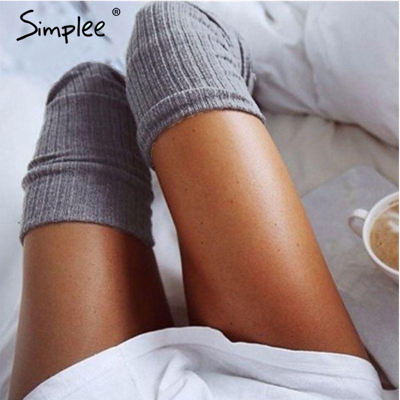 Simplee knitting alta calcetería Casual calcetines hasta la rodilla calcetines largos medias Atractivas mujeres negro 2017 clásico de invierno medias