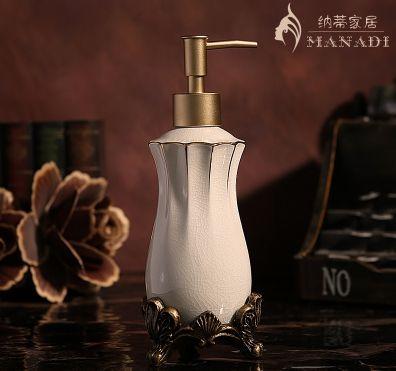Moda estilo europeo hielo grieta cerámica botella de loción bomba botella fuentes del hogar tallado a mano botella de desinfectante