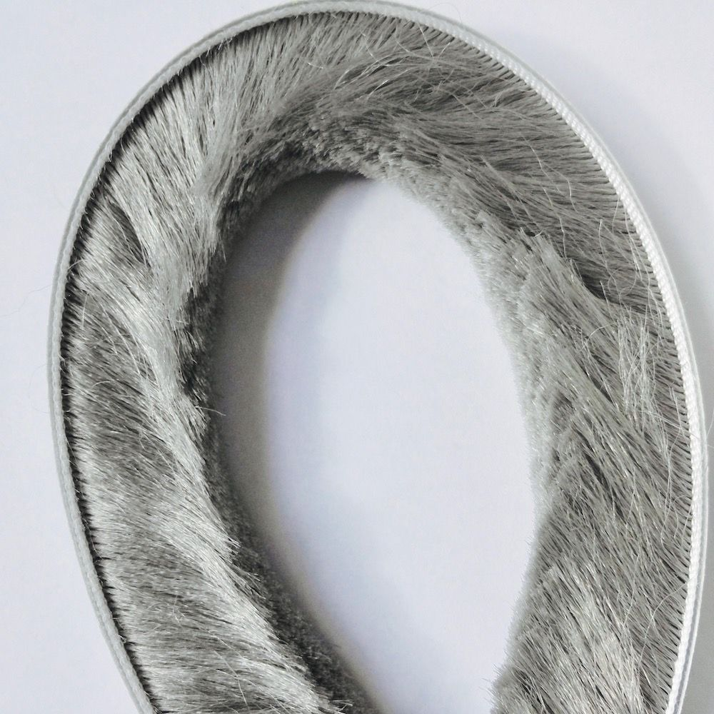 Bande d'étanchéité auto-adhésive feutre Draught Excluder laine Pile coupe-froid fenêtre porte brosse joint 9mm x 23mm 9x23mm gris