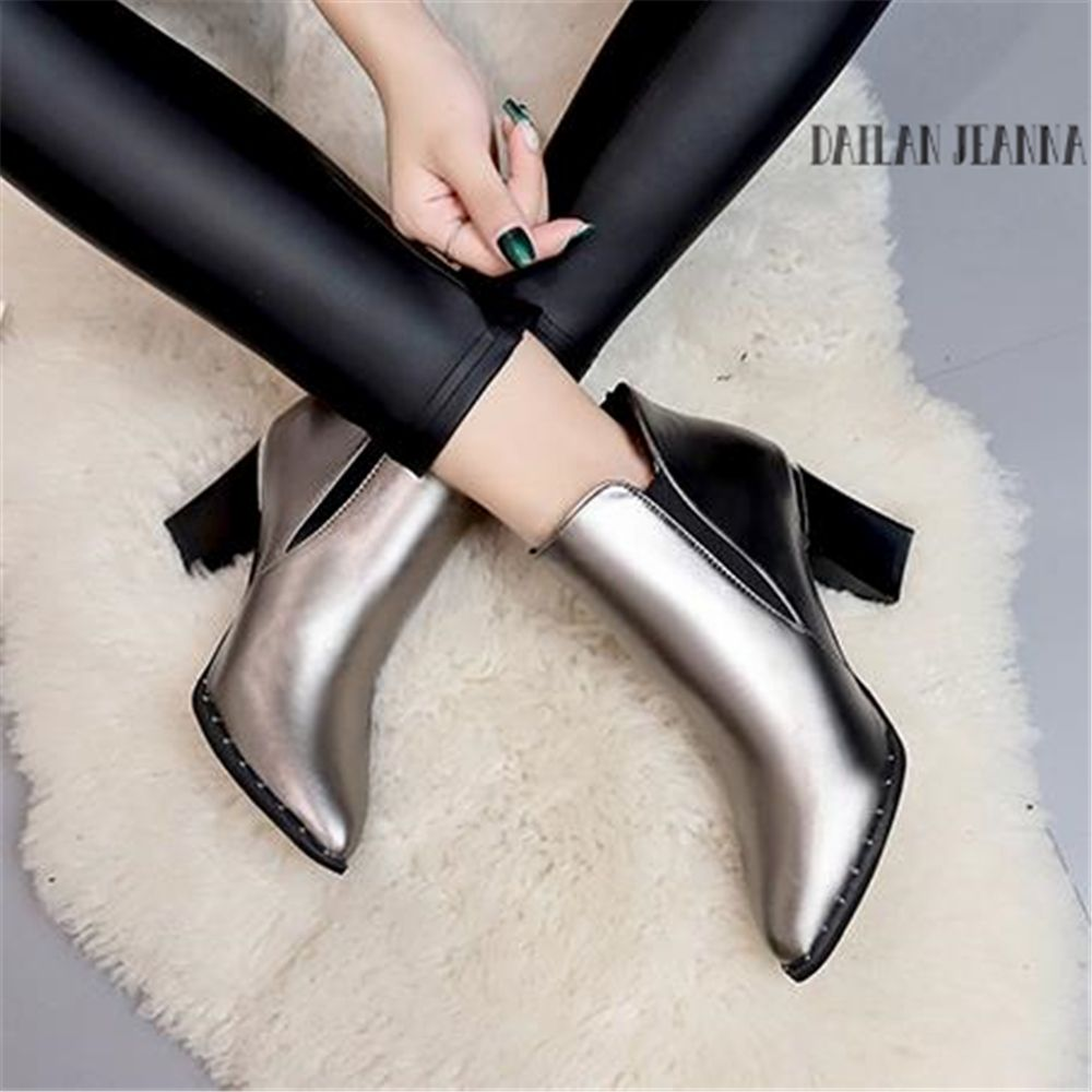 European style contracted Tide Girl Boots Woman British Style Rivet Boots Martin Boots Autumn Winter 2018 New High-heeled Shoes