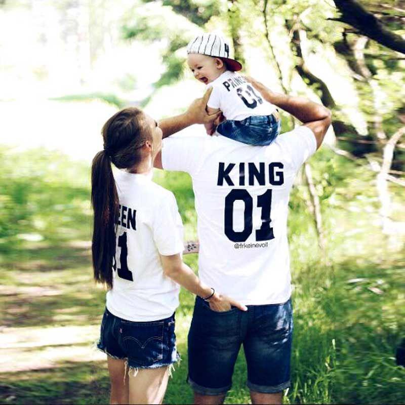 Семейная одежда Короткие Футболка с рукавами папы и сына Для мамы и дочки одежда King 01 Queen Принцесса Принц Наборы для семьи