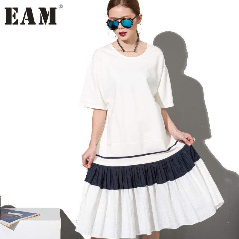 [EAM] 2018 Fashion New Simple Black White Stitching Loose BIG Dress Female Organ Pleated Hem Wholesale Woman W0070