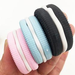 1 unids caliente kawaii fresa chocolate biscuit modelado borradores sándwich rosa azul negro postre goma estilo