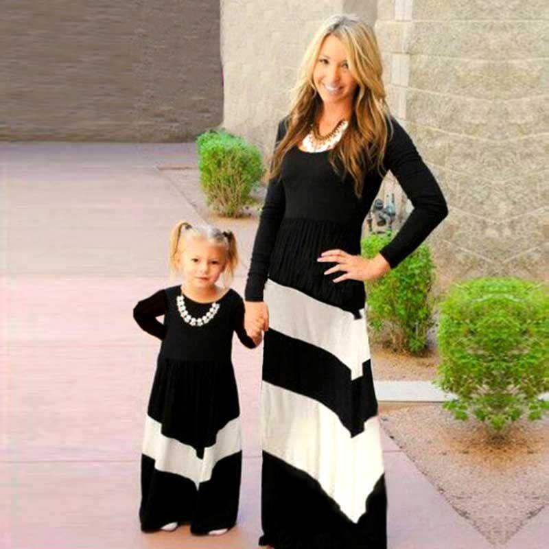Платья для мамы и дочки модная черно-белую полоску платье девушка дети и мать одежда Наборы для семьи мама и я