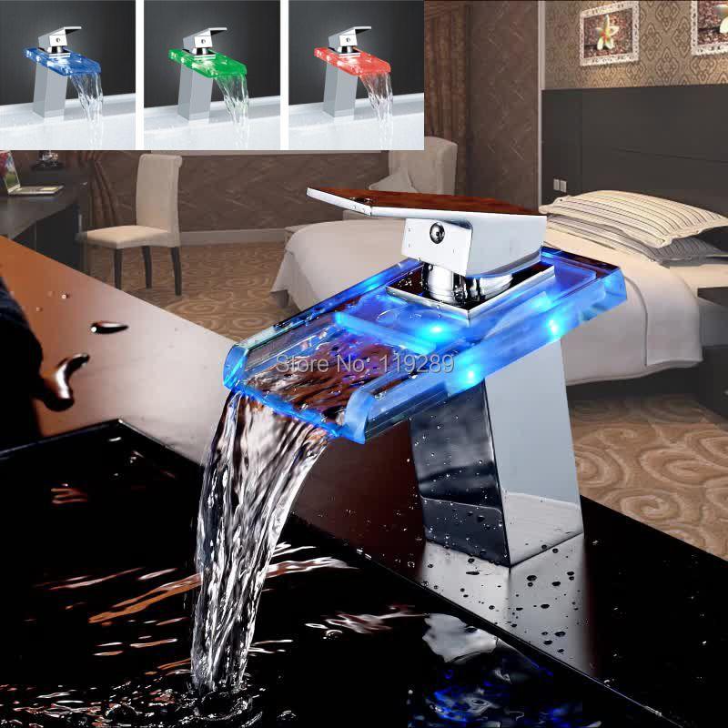 Salle de bain cascade robinet à LED. Robinet de lavabo en laiton avec cascade en verre. Mitigeur de salle de bain mitigeur lavabo monté sur le pont