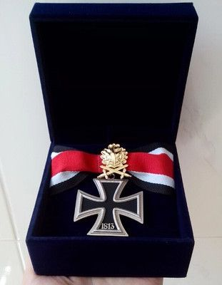 Wholesale Souvenirs collection ww2 wwii German military iron cross medal badge with golden OAK tree LEAF and all-suede medal box