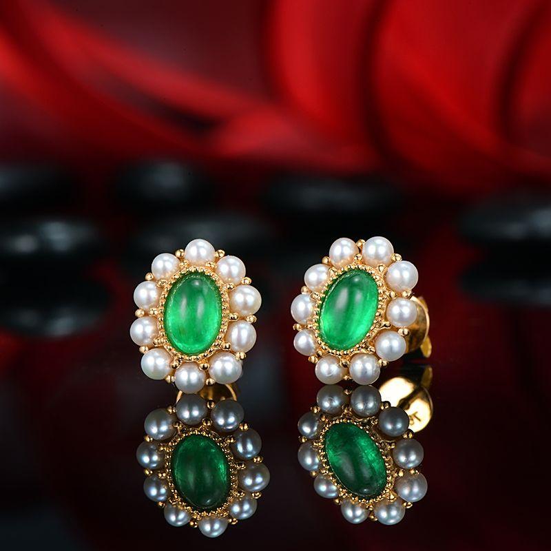 14 karat Gelb Gold 0.98ct 4x6mm Cabochon Cut Smaragd und Natürliche Perle Klassische Engagement Ohrringe