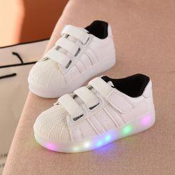 Petits Enfants Lumineux Sneakers Enfants Shell Tenis Led Chaussures Automne Mode Garçons Filles Casual Crochet Blanc Lumineux Light up Chaussures