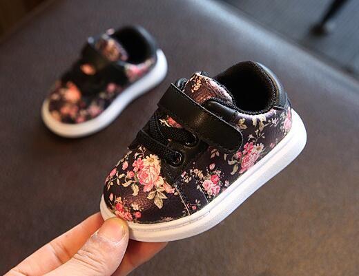 Lindo Zapatos de bebé para Niñas suave mocasines zapatos 2018 primavera negro flor bebé sneakers muchacho del niño recién nacido Zapatos primer caminante