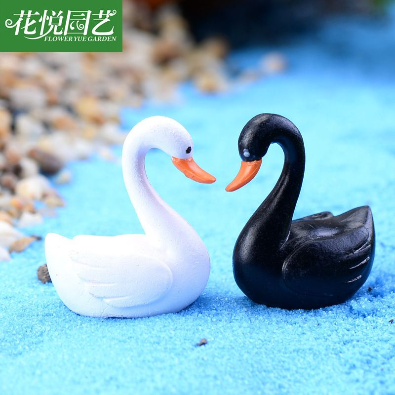 Moss micro landscape decoration simulation cartoon black and white swan doll 226