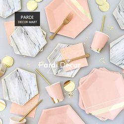 Estilo Europeo Palacio vajilla desechable, mármol rosa vaso de papel paja, pastel, cuchillo y tenedor de madera fuentes del partido