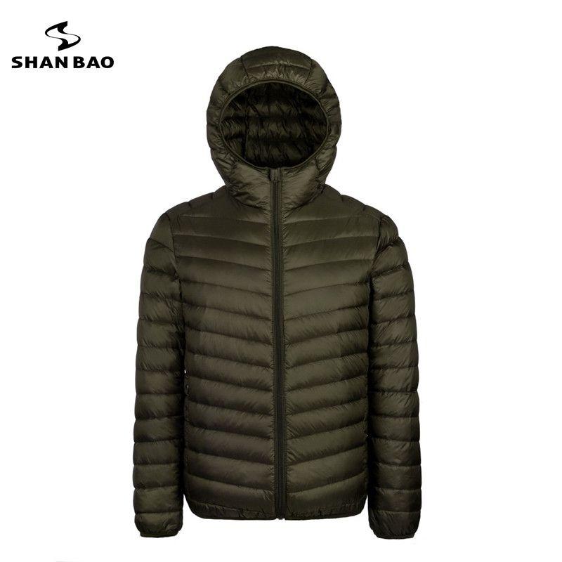 2017 otoño y el invierno nuevos hombres de peso ligero con capucha abajo de la chaqueta de la cremallera del bolsillo color sólido de alta calidad pato blanco abajo chaqueta