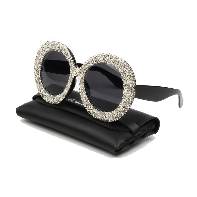 2019 New Luxury Oversized Sunglasses Women Vintage Rhinestones Sun Glasses Round Frame Gradient Mirror Shades for Women Oculos