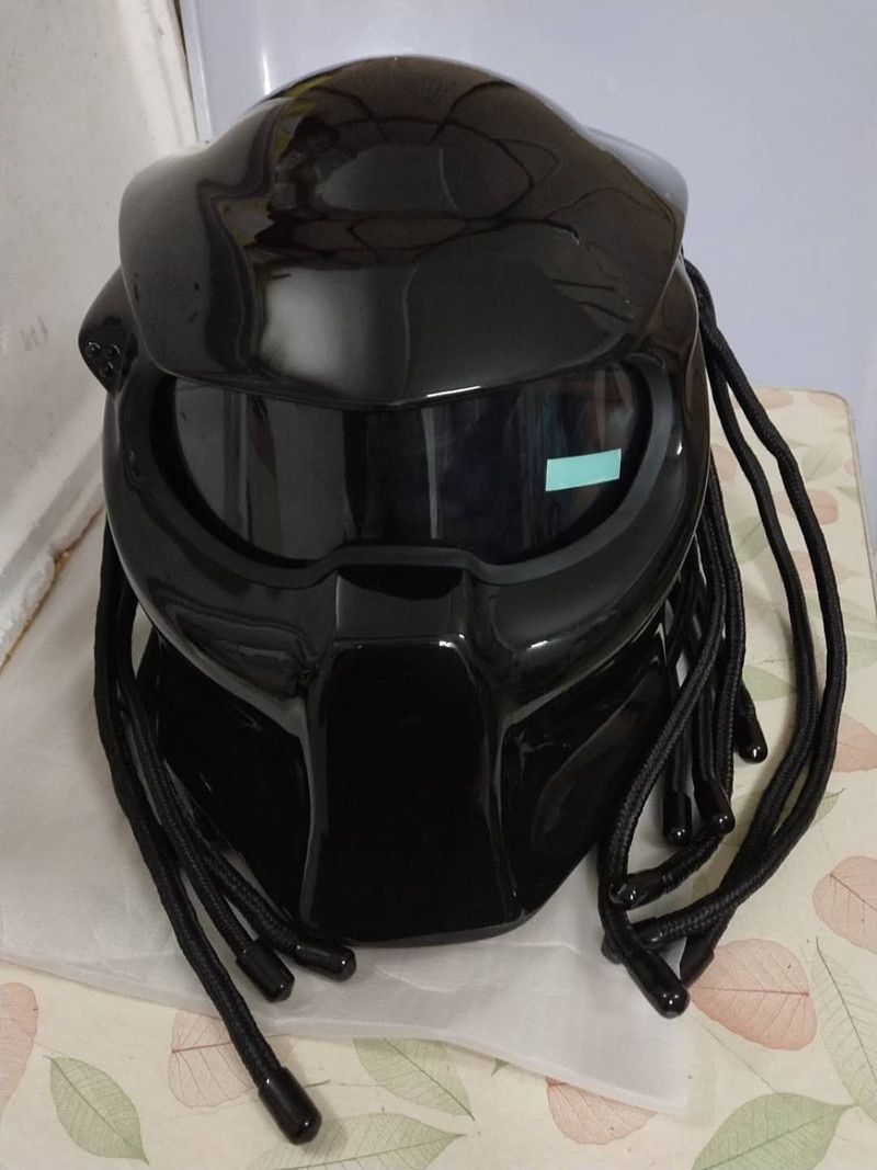 Masei 2017 New Predators helmet flexible strip lighting car-styling mask Fiberglass motorcycle Iron Man Full face moto helmet