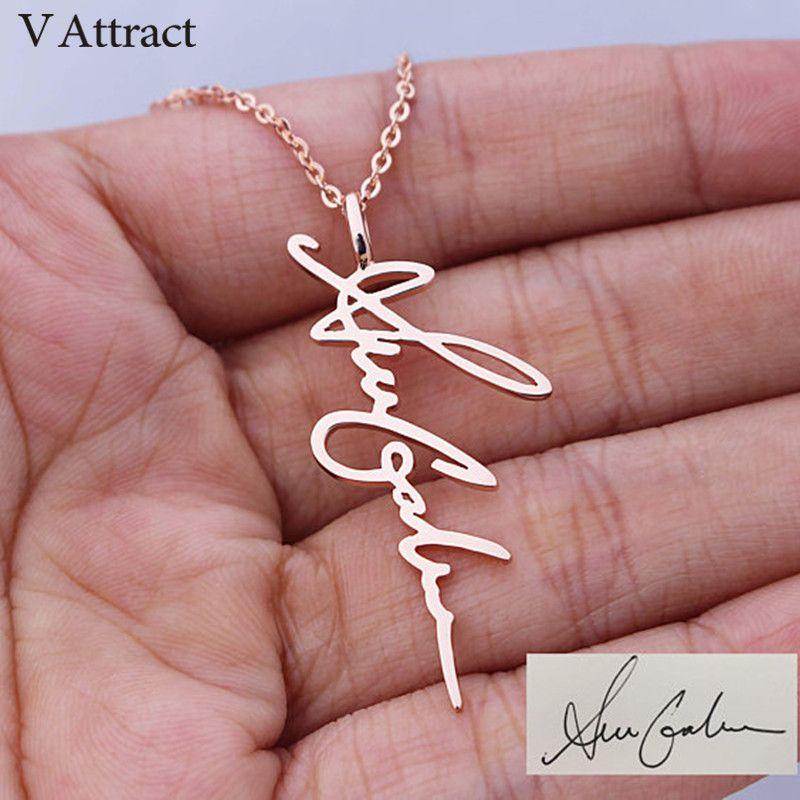 V attirer écriture bijoux personnalisé Signature pendentif Collier Femme Vertical personnalisé Vertical nom Collier pour femmes cadeau