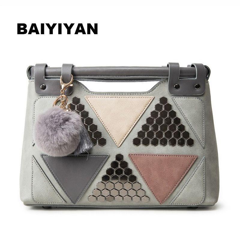 Новый заклепки женская сумка сумочка с Сумки на плечо леди лоскутное Хозяйственные сумки мода сумка с Мех животных мяч