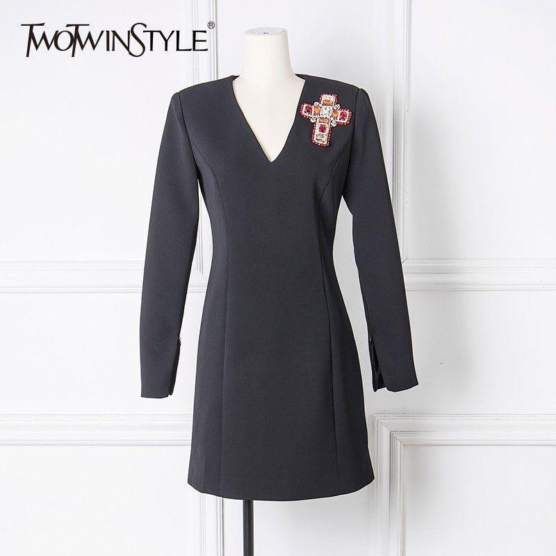 TWOTWINSTYLE Stickerei Diamant Mini Kleid Frauen V-ausschnitt Langarm Schwarz Party Kleid Weibliche 2018 Herbst Mode Elegante Kleidung