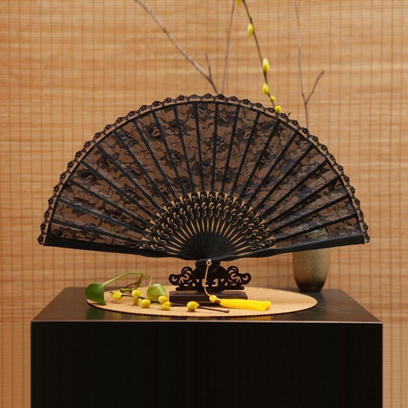 Livraison gratuite 1 pièces Vintage rétro chinois dentelle main ventilateur de haute qualité noir bambou pliant ventilateur danse Fans fête fournitures pour cadeau