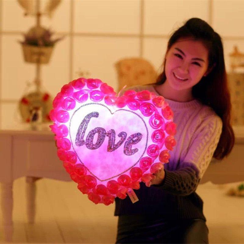 1 Pcs Coloré Oreiller Amour Coeur Roses LED Lumineux Lumière Oreiller En Peluche jouets Doux Détendre Oreiller Pour la Femme Amie Cadeau WJ451