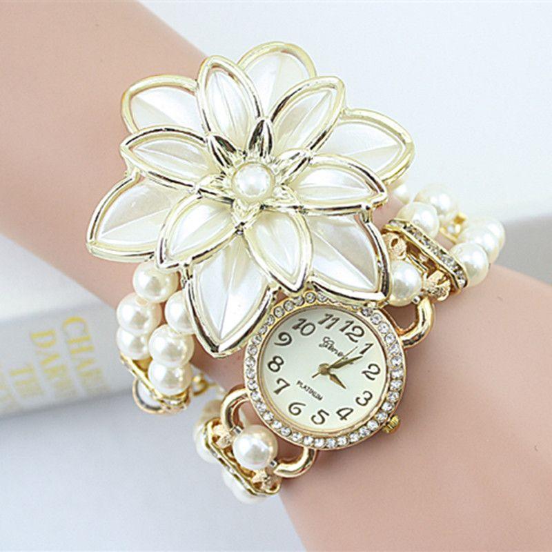 2017 Лидер продаж леди Роскошный белый цветок браслет Часы Для женщин модные жемчужные Кварцевые наручные часы Relogio feminino Montre Femme