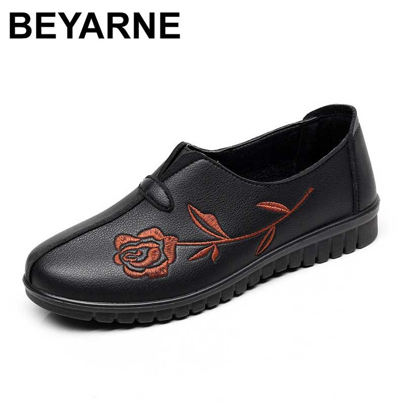 2018 new High quality PU Middle - aged women flat shoes Soft comfortable embroidered fashion casual shoes large size women flats