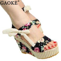 Zapatos mujeres 2018 verano nueva dulce flores hebilla abierta toe wedge Sandalias floral de tacón alto Zapatos plataforma Sandalias