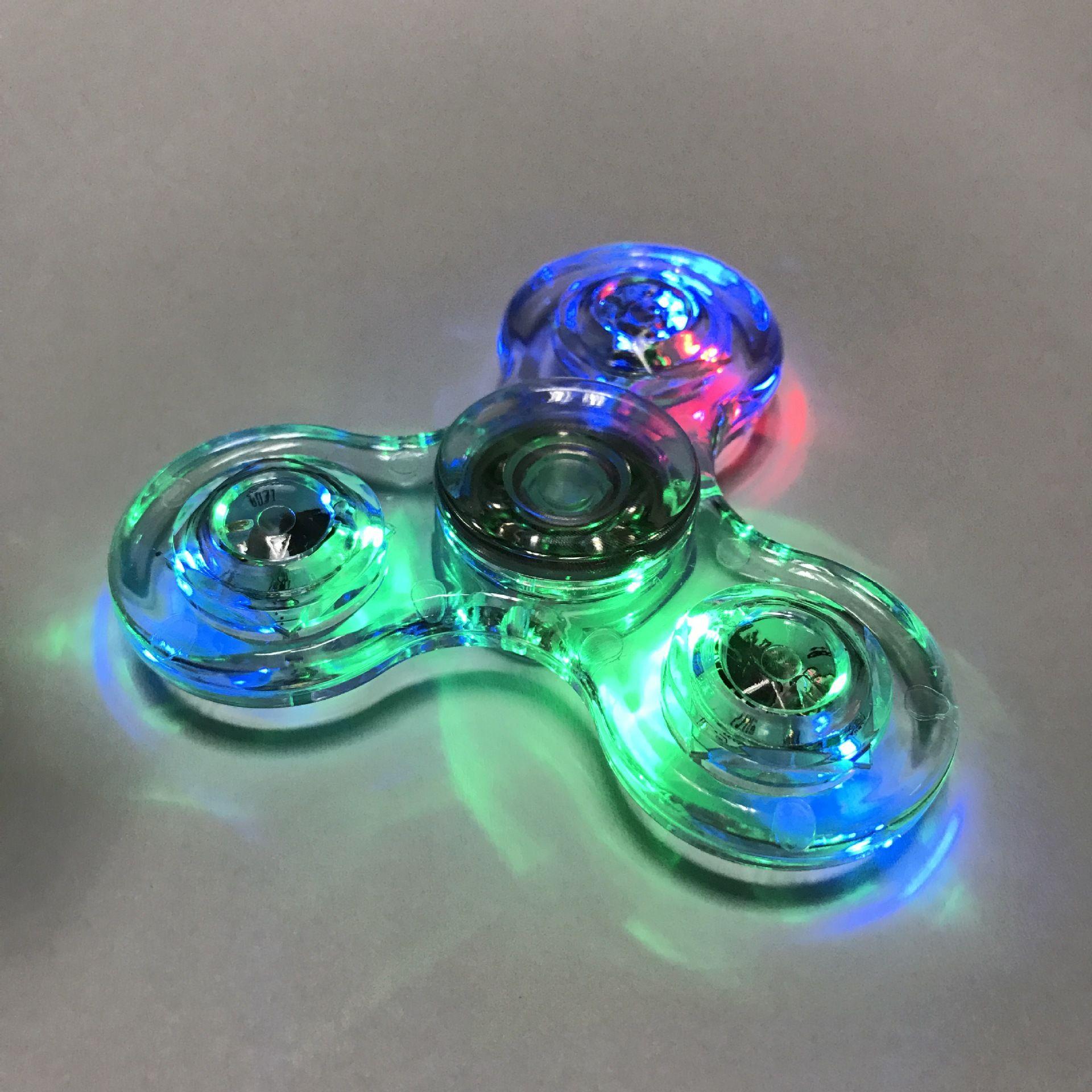 Tri-Spinner Transparente LED-Licht Spinner Hand Kristall Kunststoff EDC Schalter Finger Spinner Zappeln Autismus Relief Angst StressToys