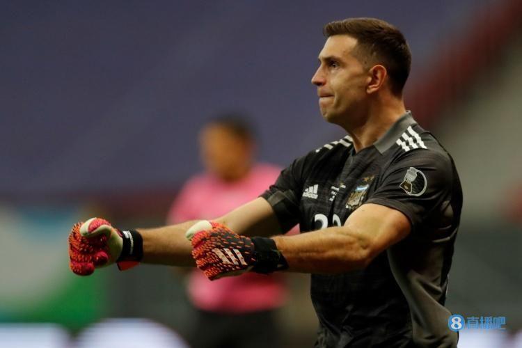 【马丁内斯在阿根廷国家队8次面对点球,只被对手破门3次】