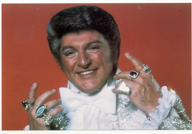[Image: liberace+with+rings.jpg]
