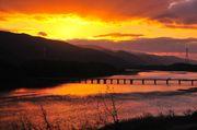 日本德島最佳夕陽欣賞地之一! 在「脇町潛水橋」上 可以欣賞到太陽落於四...