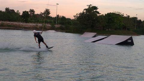 【芭堤雅】 $300 出頭 鋼索滑水玩到飽 Thai Wake Park