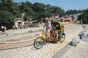 [澳門] 懷舊人力三輪車 感受小城風光 懷舊特色的旅遊交通工具,乘坐於車...