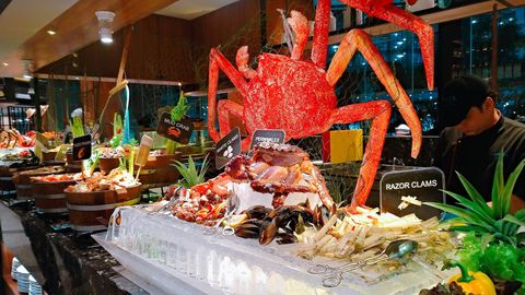 【曼谷】 $200有找 帝王蟹 生蠔海鮮自助餐 Amari Watergate Bangkok