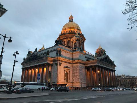 聖彼得堡的第一個黃昏和晚上