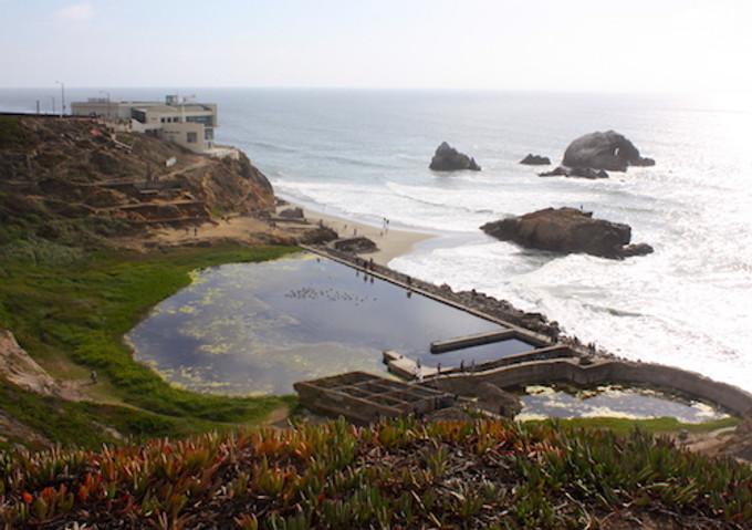 119年前太平洋旁的公共游泳館