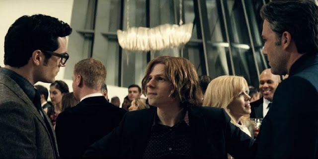 https://2.bp.blogspot.com/-UC5yRpipsyo/VvfOgjzYHJI/AAAAAAAAf-Q/_TZvafoetEATDQnuHTeDIy2JchU2qixBg/s640/Batman-v-Superman-Dawn-of-Justice-Lex-Luthor-Ben-Affleck-Henry-Cavill-Jessie-Eisenberg-DC-Movies-2016.jpg