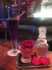 又是酒吧又是餐廳的 Mini Club@旺角