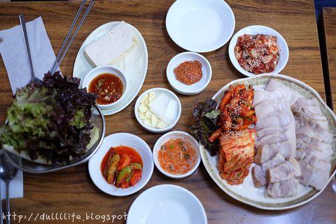[首爾,鐘路3街站]*장군보쌈將軍生菜包肉,生蠔包五花肉一條街