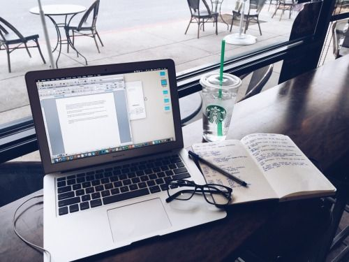 估唔到讀大學都好似維園街場咁多「裝備X」- 香港大學文化「左Starbucks右MacBook 」