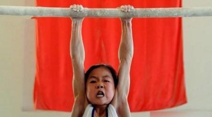 【用血換回來的獎牌】中國體操隊被日本擊敗,揭發於心不忍的訓練內幕
