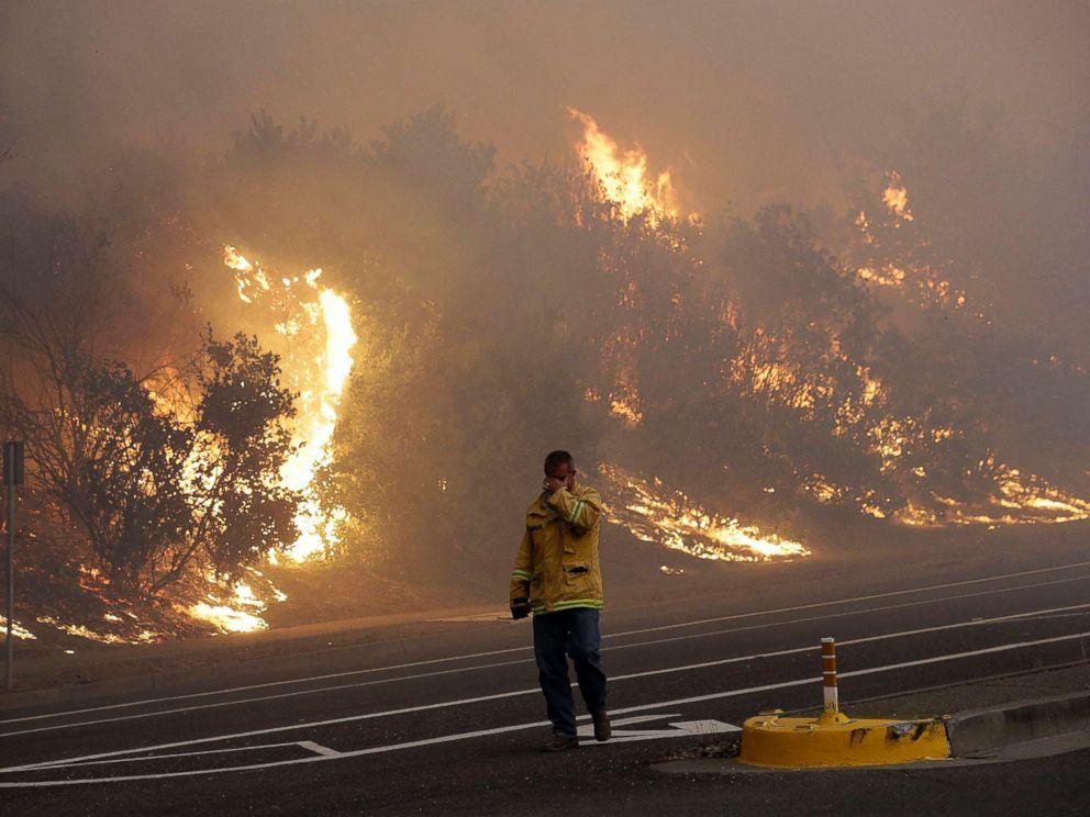[Image: california-wildfires-01-ap-jef-171009_4x3_992.jpg]