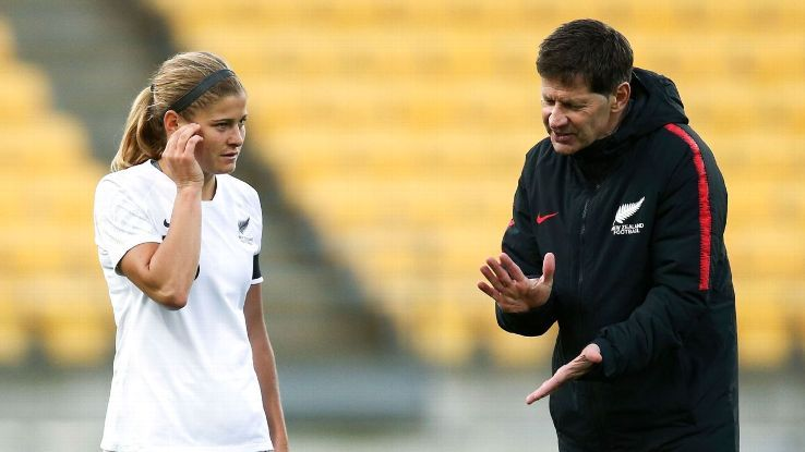 Andreas Heraf steps down from New Zealand women's football team roleの代表サムネイル